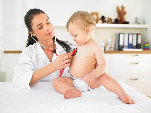Làm gì khi bé hay thở khò khè?